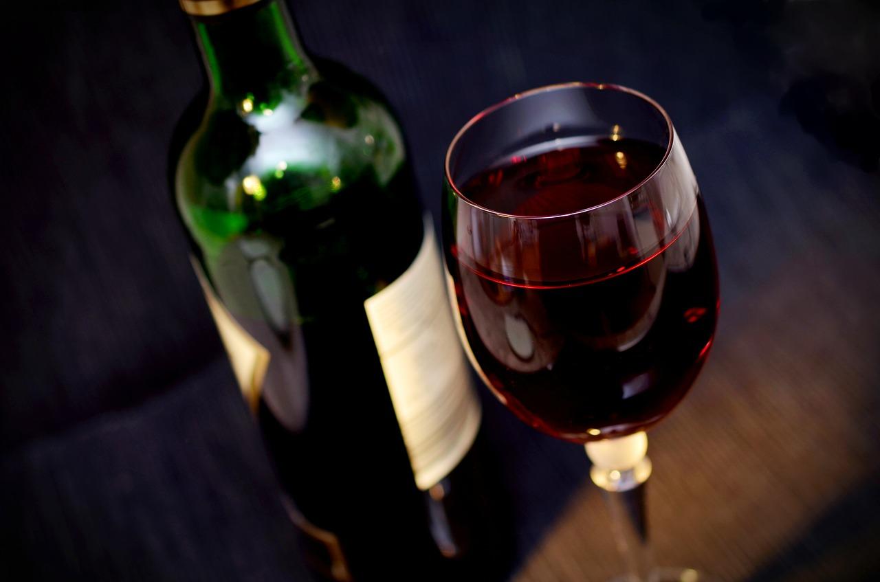 czerwone wino na prezent ślubny