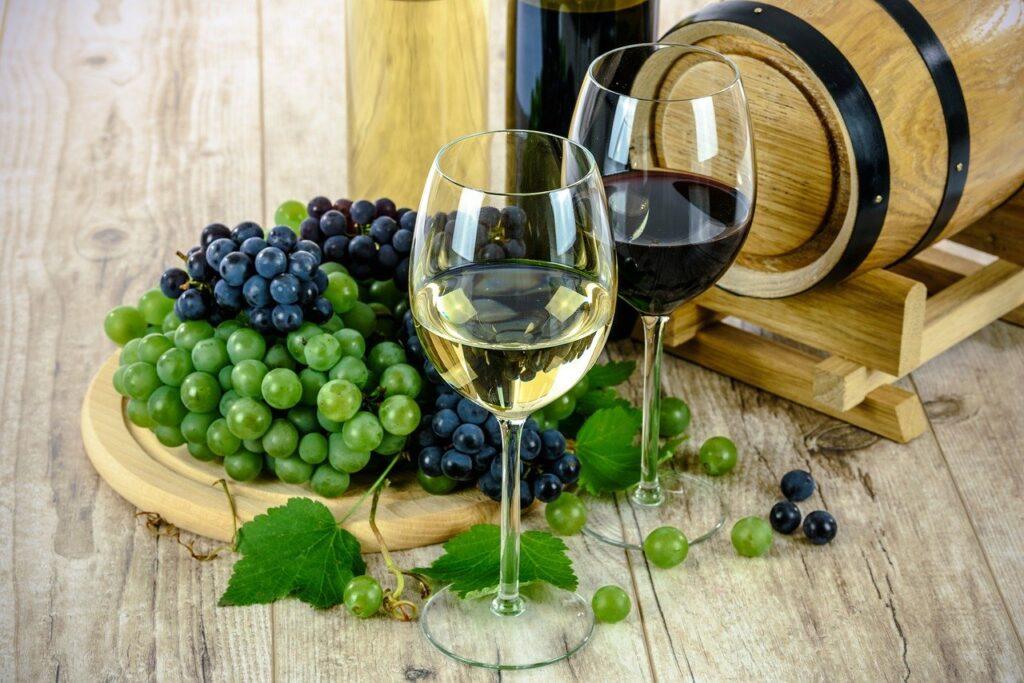 Dobre wino półwytrawne na prezent